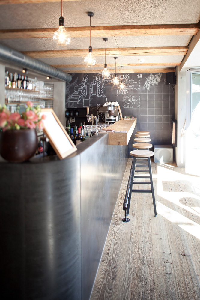 Lukas Schaffhuser Architekturfotografie Zuerich BuildInc Architekten Goldener Stern Bar