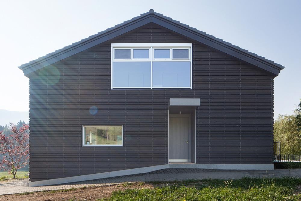 Lukas Schaffhuser Architekturfotografie Zuerich Stereo Architektur Umbau EFH-Moos Fassade Nord