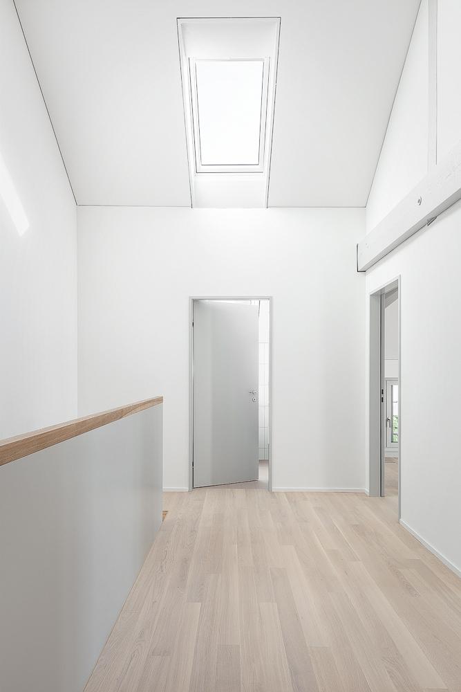 Lukas Schaffhuser Architekturfotografie Zuerich Haltmeier Kister Waschhuesli Korridor 1