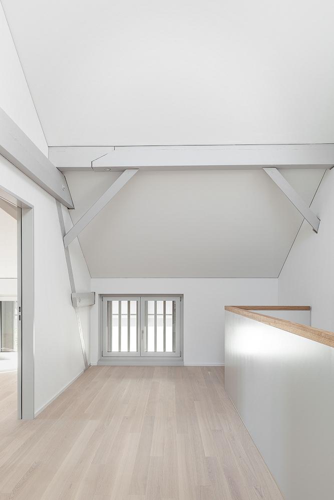 Lukas Schaffhuser Architekturfotografie Zuerich Haltmeier Kister Waschhuesli Korridor 2